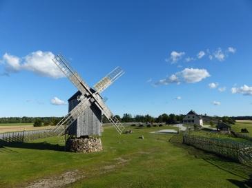 """Der """"Mühlenhügel"""" auf der Insel Saaremaa"""